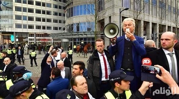 اليمين المتطرف يتظاهر ضد الإسلام في هولندا 201812183552372Y1.jp