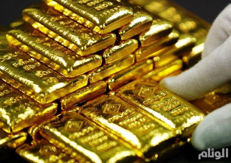 الذهب يتراجع عن مستوى 1300 دولار للأوقية مع صعود الدولار والأسهم