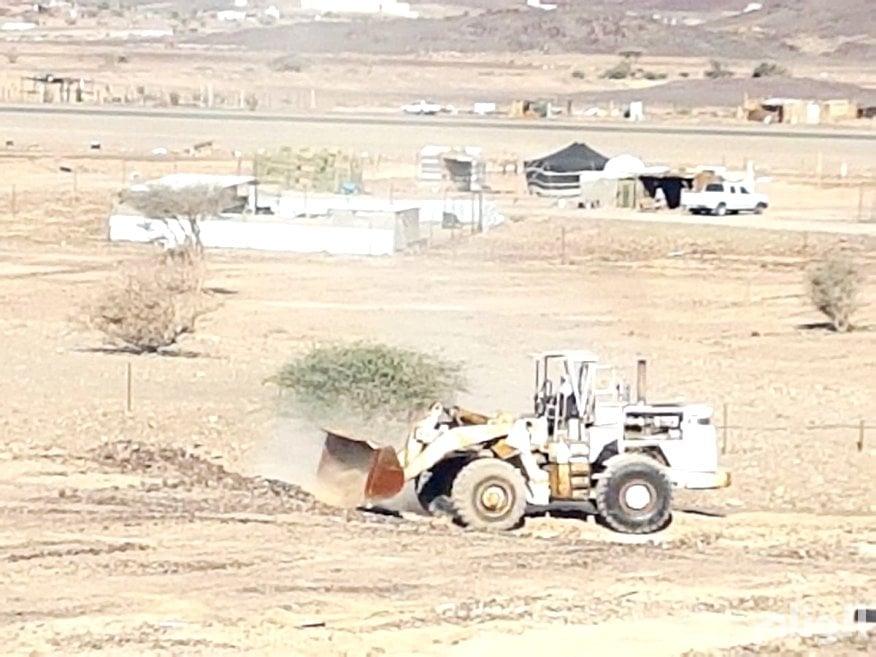 «أمانة المدينة» تزيل تعديات على الأراضي بطريق حائل