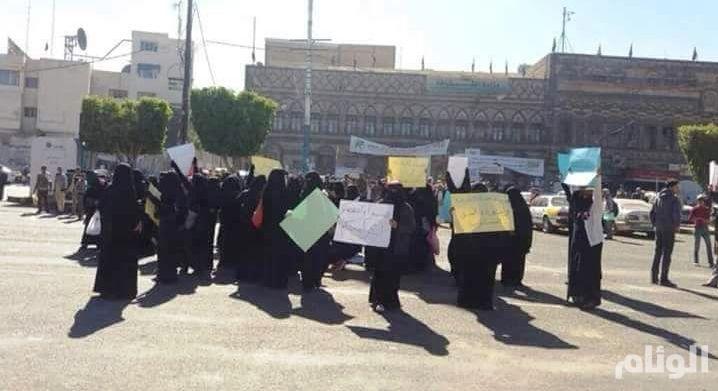 الحوثيون يعتدون على المتظاهرات في صنعاء ويوقعون إصابات
