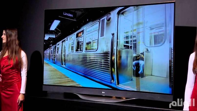 «إل جي» تطرح أول تلفزيون أوليد قابل للطي مثل البوستر