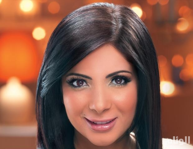 ممثلة عربية تثير الجدل وتطلب الزواج من منى زكي