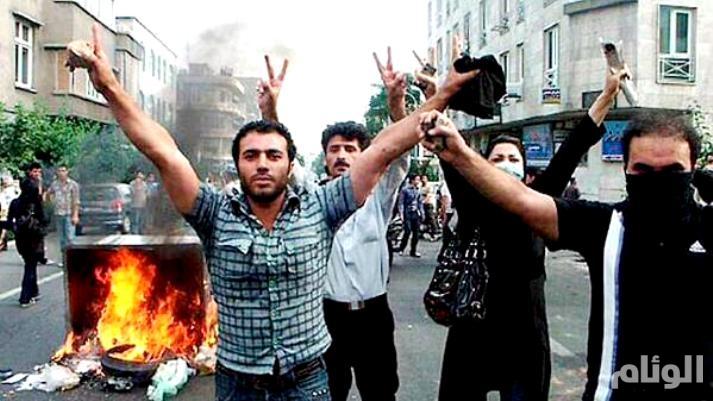 متظاهرون يهاجمون إحدى الحوزات الدينية قرب طهران