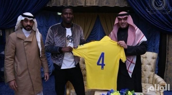النصر السعودي يودع يحيى الشهري ويجدد عقد عمر هوساوي