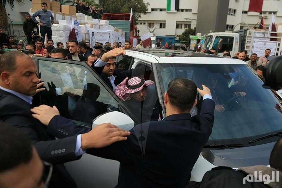 هذا ما قاله سفير قطر بعد طرده بالأحذية من قطاع غزة