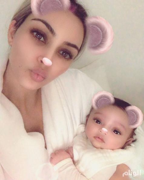 كيم كارداشيان تنشر الصورة الأولى لابنتها