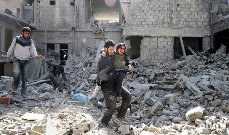 إصابة 15 شخصا في قصف روسي غربي سوريا