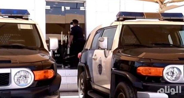 القبض على منفذي جرائم سلب وسرقة المارة بالرياض