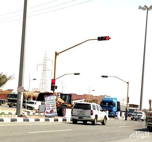 إعادة تشغيل الإشارات المرورية بالقنفذة