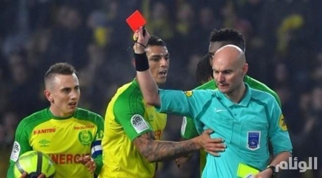 إيقاف حكم فرنسي ركل وطرد لاعباً برازيلياً