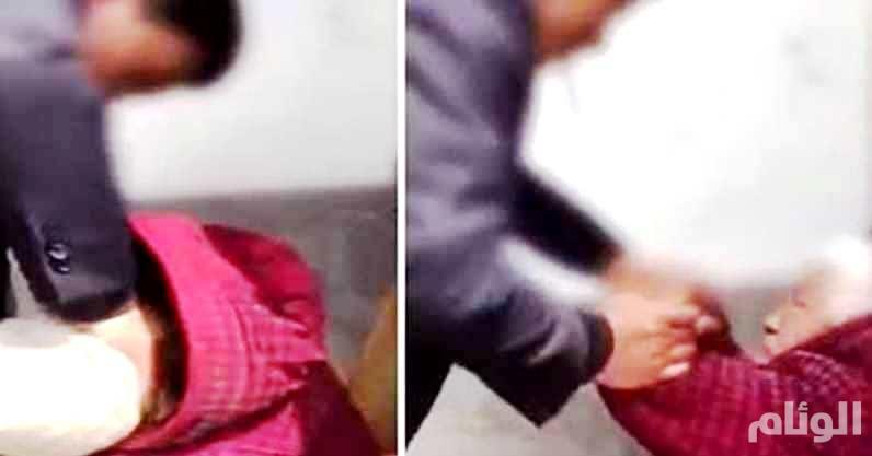فيديو صادم.. ابن يضرب بوحشية أمه التسعينية
