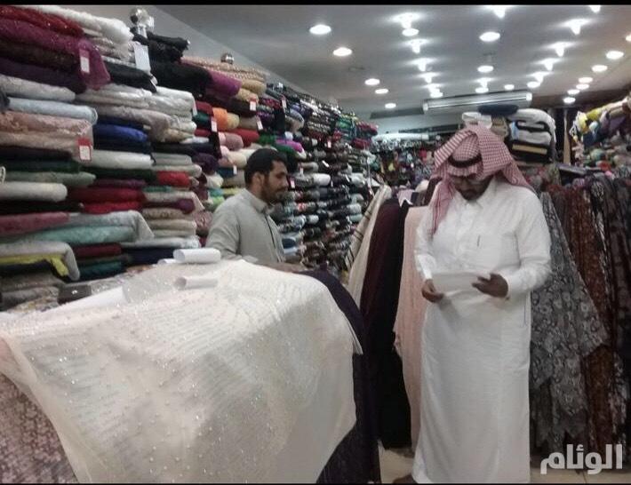 """عمل الرياض يضبط """"321"""" مخالفة وينذر """"80"""" منشأة"""