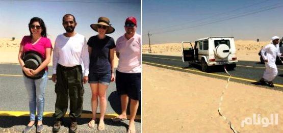 شاهد: محمد بن راشد يساعد أسرة أوروبية علقت في الرمال