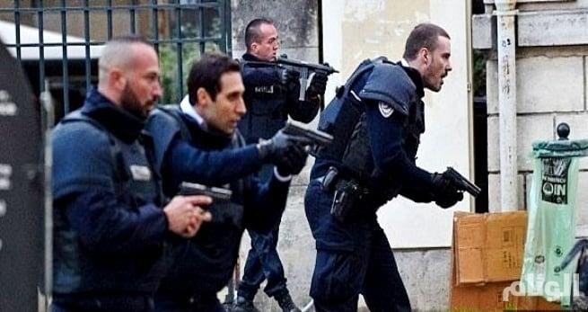 قتيل وجريحان في هجوم بالسكين بباريس