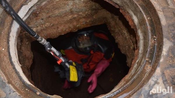 وفاة عاملين داخل خزان صرف صحي في جدة