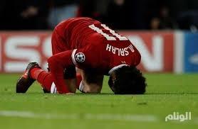 """رسميا .. صلاح يتوج بلقب """"لاعب العام"""" في ليفربول"""