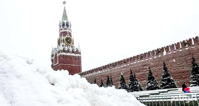 «عاصفة موسكو» تقتل وتصيب وتعطل المطارات