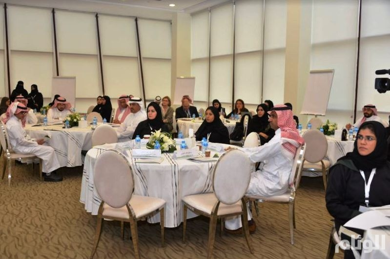 الخدمة المدنية: نعمل على تمكين المرأة ودورها القيادي