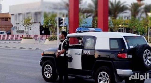 شرطة الرياض: الإطاحة بعصابة سرقة السيارات وإخفائها بمواقع نائية