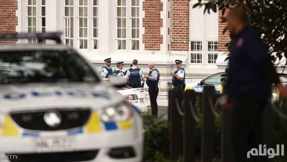 دبلوماسي نيوزيلندي يتلصص على حمامات النساء