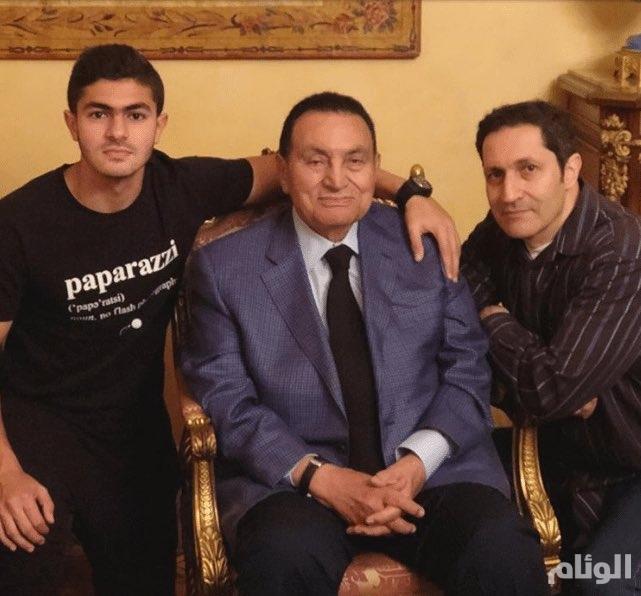 وزير خارجية البحرين ينشر صورة حديثة لمبارك .. وهذا تعليقه عليها