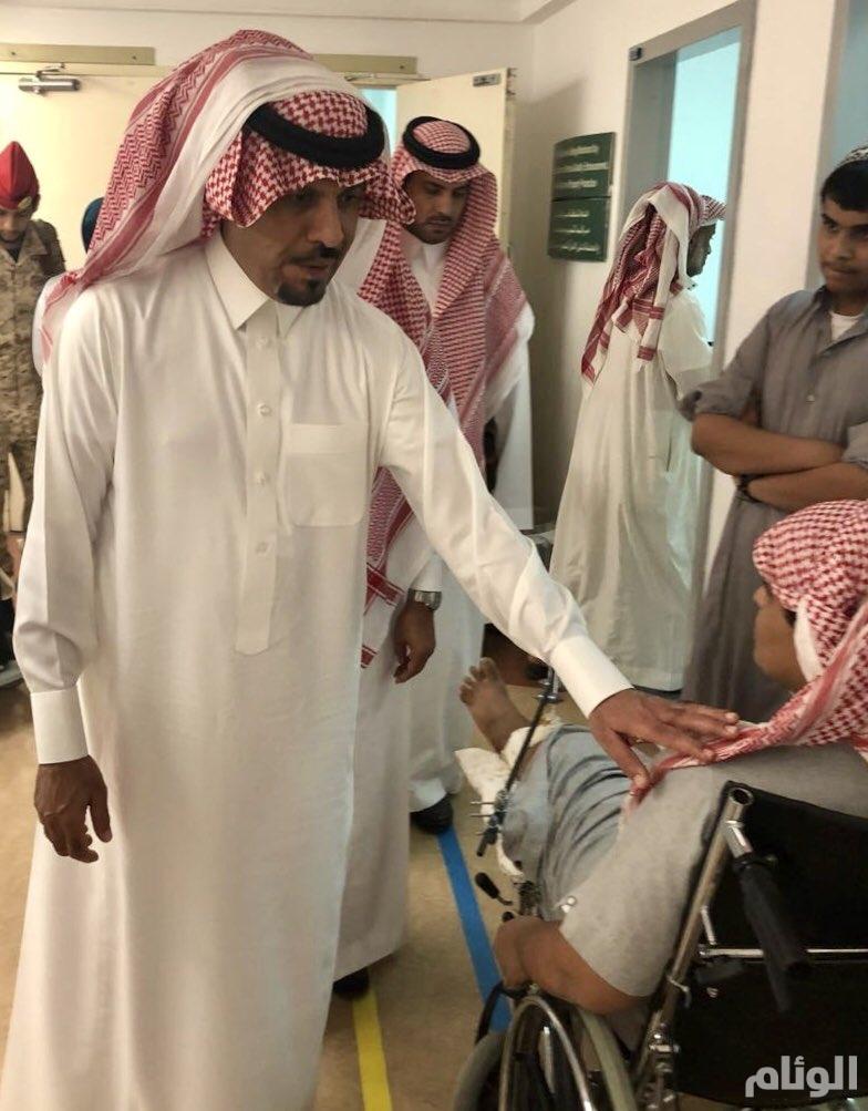 شاهد .. وزير الحرس الوطني يزور مدينة الملك عبدالعزيز الطبية للإطمئنان على المرضى