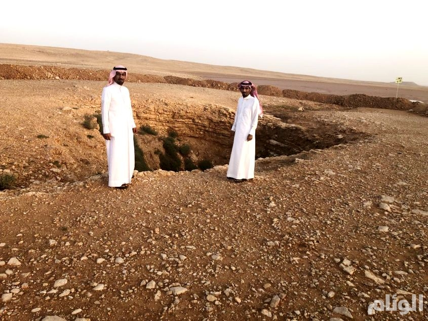 بالصور: بلدية العويقيلة تنهي خطر الخسوف الأرضية
