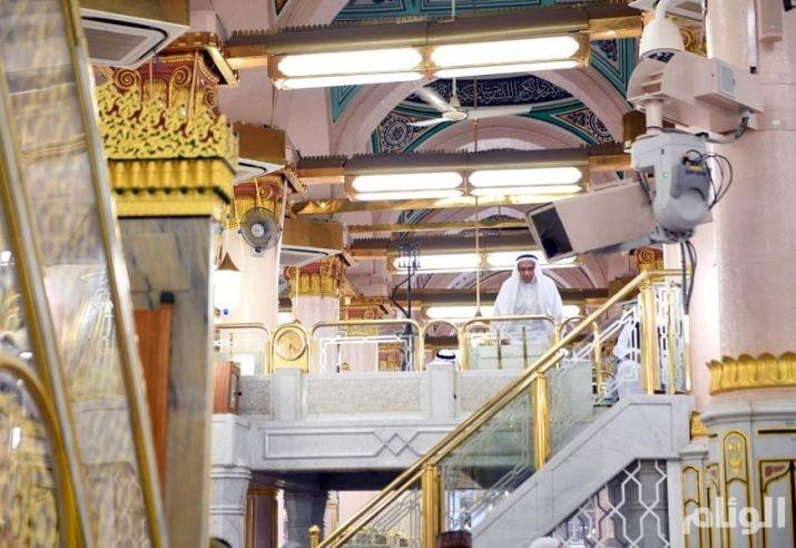 شاهد: «17» مؤذناً يرفعون صوت الرحمن من مكبرية المسجد النبوي