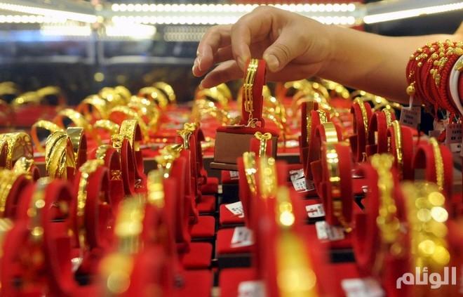 أسعار الذهب تنخفض مع ارتفاع الدولار
