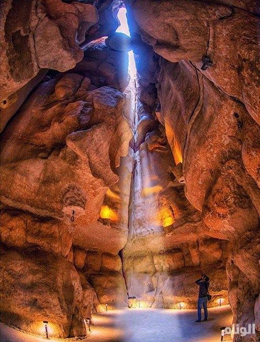 شاهد: صور مذهلة لجبل القارة في الاحساء