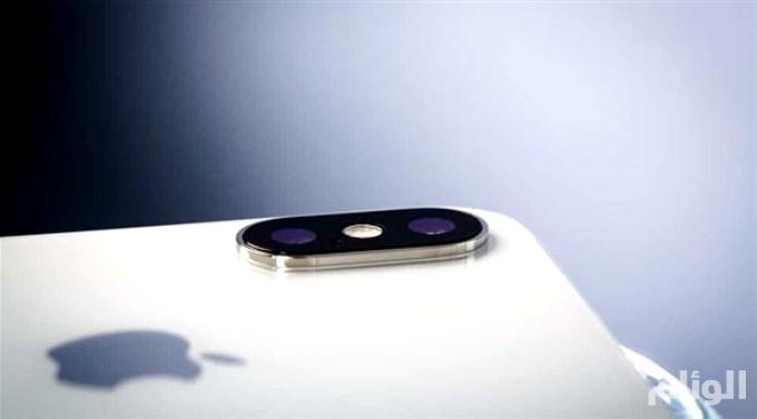 «آي فون إكس بلس» بثلاث كاميرات خلفية