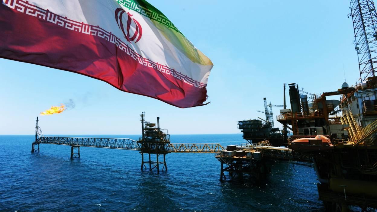 أمريكا تُحذر الموانئ والشركات: لا تتعاملوا مع ناقلات النفط الإيرانية