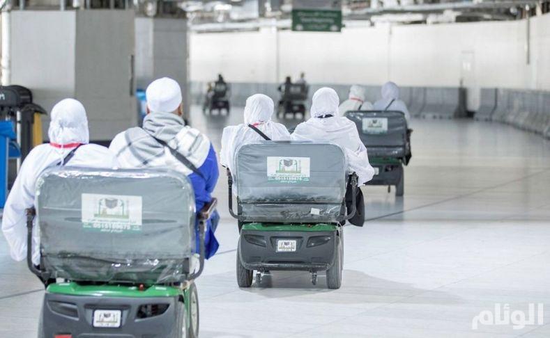 شاهد: شؤون الحرمين توفر أكثر من 12.000 عربة لزوار بيت الله الحرام
