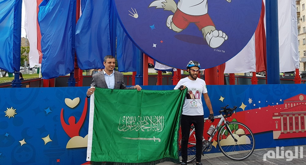 رحالة سعودي يؤازر الأخضر بقطعه 5 آلاف كيلومتر على دراجته من السعودية إلى روسيا