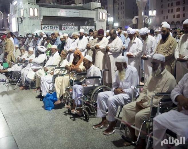 تخصيص مواقع للصلاة لكبار السن بالمسجد النبوي