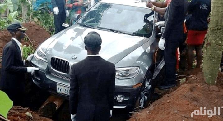 نيجيري ثري يدفن والده بأغرب «تابوت» ممكن
