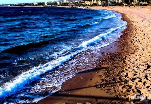 أكثر من «2500» امرأة تتعرى على شاطئ في أيرلندا