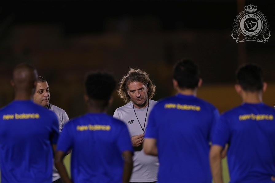 شاهد: النصر يتدرب على فترتين وكارينيو يجتمع باللاعبين