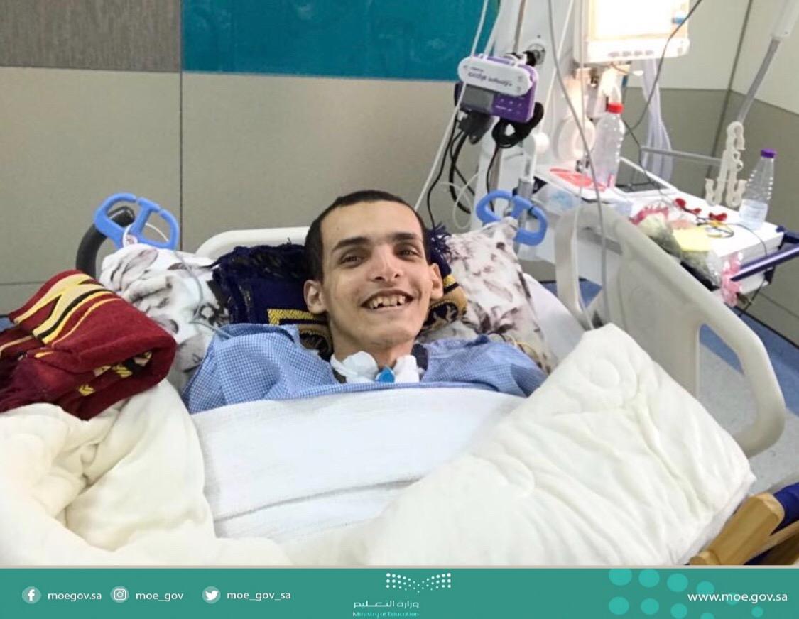 وزير التعليم وجه بقبوله في الجامعة السعودية الإلكترونية ..عبدالرحمن يتحدى الإعاقة ويتحصل على الثانوية العامة