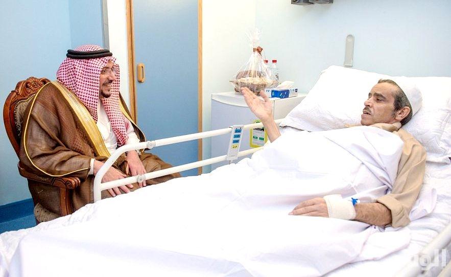 أمير القصيم يطمئن على صحة محافظ الرس