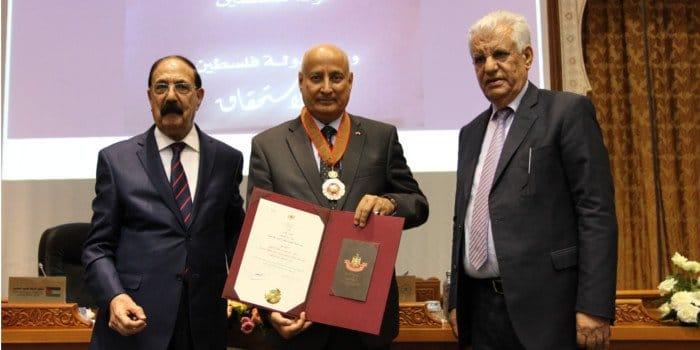«أبو مازن» يمنح الإيسيسكو وسام نجمة الاستحقاق لدولة فلسطين