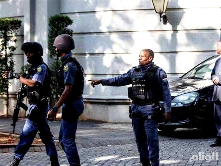 مهاجم يحمل سكينًا يقتل اثنين من المصلين بمسجد بجنوب إفريقيا