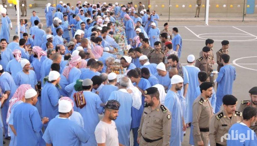 «السجون» تعايد نزلائها ونزيلاتها لمشاركتهم فرحة العيد