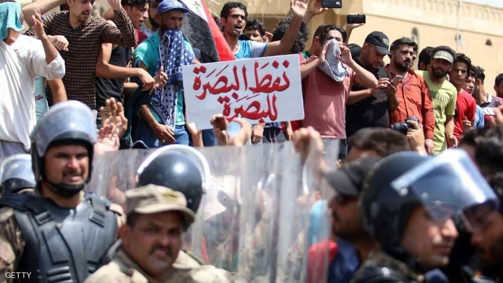 الشرطة العراقية تستخدم الرصاص الحي لتفريق متظاهرين بالبصرة