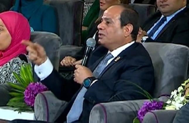 """السيسي يطمئن المصريين : """"لا تقلقوا من قانون منح الجنسية اللى هيمنحها يقدر يلغيها فى ثانية"""""""