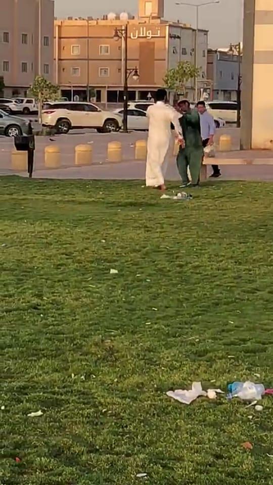 أمانة الرياض توضح ملابسات فيديو ضرب عامل نظافة على وجهه