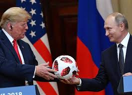 المخابرات الأمريكية تجري فحصا أمنيا دقيقا لكرة أهداها بوتين لترامب