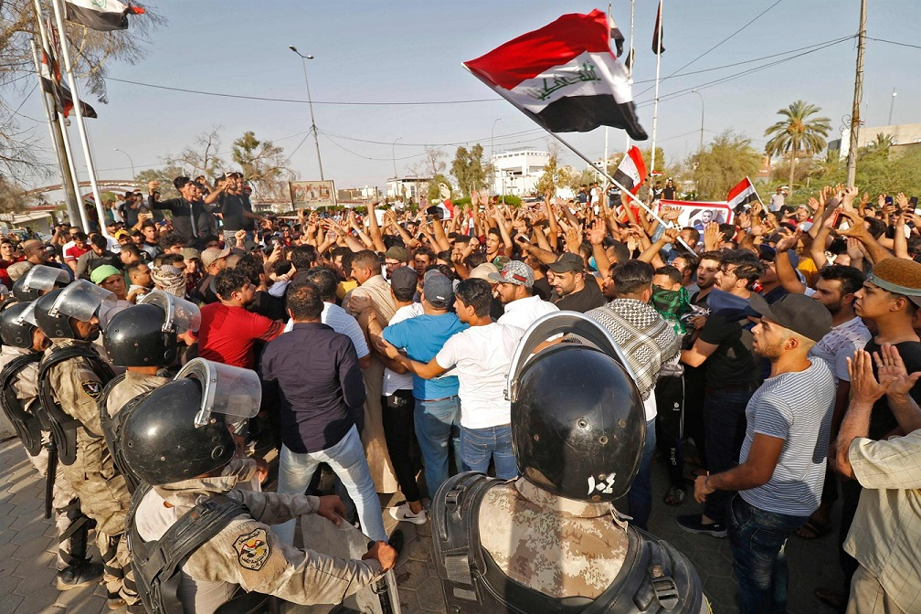العراق.. إغلاق ميناء رئيسي ومقتل محتج وإصابة 25