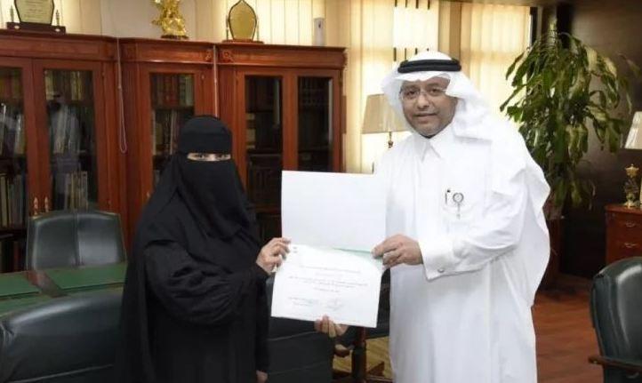 الصحة تكرم ممرضة سعودية ساعدت مواطنة على الولادة في منزلها
