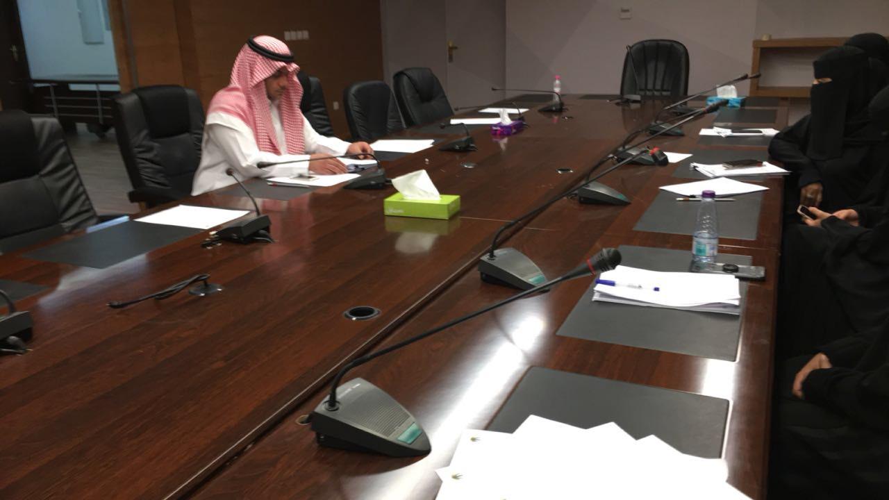 «عمل وتنمية الرياض» يبحث آلية ضبط المخالفات وحالات التستر التجاري